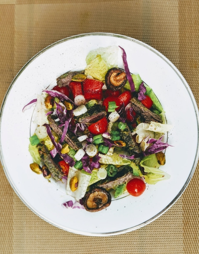 Steak romaine salad with scallions, toasted mushrooms, tomatoes, and pistachios | SCD, GAPS, Paelo, Low Oxalate